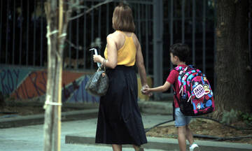 Άνοιγμα σχολείων τη Δευτέρα: Πώς θα γίνει η επιστροφή, τι ισχύει για τα self test - Ολόκληρη η ΚΥΑ