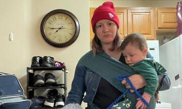 Πεδίο μάχης το σπίτι της μαμάς - Τα βίντεό της στο TikTok είναι ένα κι ένα