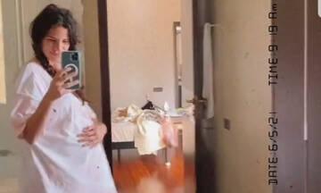 Οι αναμαλλιασμένες καλημέρες της Χριστίνας Μπόμπα και ο χορός στον καθρέφτη