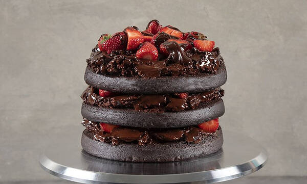 Τούρτα σοκολάτας με φράουλες - Φτιάξτε τη για τη μανούλα που γιορτάζει
