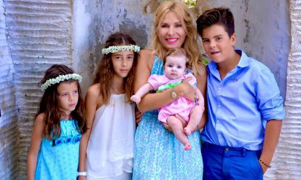 Ελένη Μενεγάκη: Δείτε αδημοσίευτες φώτο με αφορμή τη γιορτή της Μητέρας