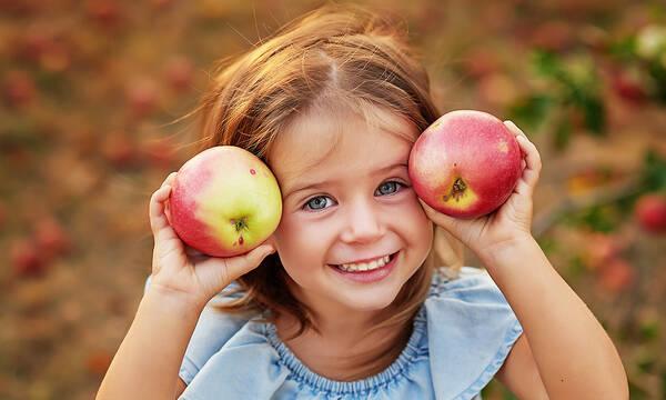 Πέντε tips για να μάθουν τα παιδιά να τρώνε υγιεινά