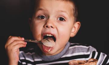 Σπιτικό σοκολατένιο παγωτό μόνο με 3 υλικά (vid)