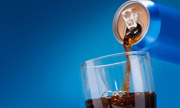Αναψυκτικά: Πόσο αυξάνουν τον κίνδυνο καρκίνου του εντέρου για τους κάτω των 50