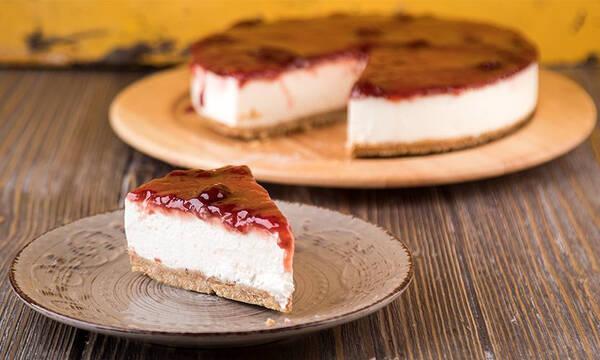 Η συνταγή του Άκη για το πιο νόστιμο cheesecake φράουλας