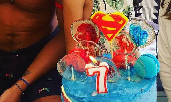 Η κόρη πρώην μπασκετμπολίστα έγινε επτά ετών και είχε τούρτα σούπερμαν!