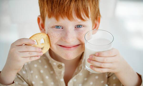 Γιατί τα παιδιά πρέπει να πίνουν γάλα και ποιο είναι το καλύτερο;