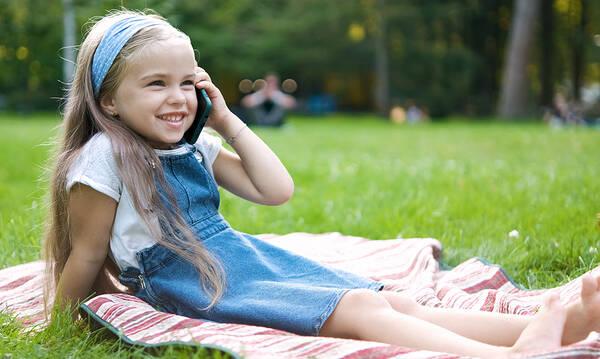 Σε ποια ηλικία μπορούν οι γονείς να δώσουν κινητό στο παιδί;