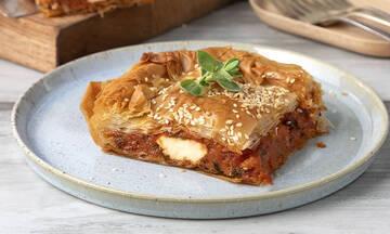 Εύκολη συνταγή για σπιτική ντοματόπιτα με φέτα