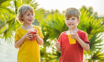 Smoothie με καλοκαιρινά φρούτα για παιδιά (vid)