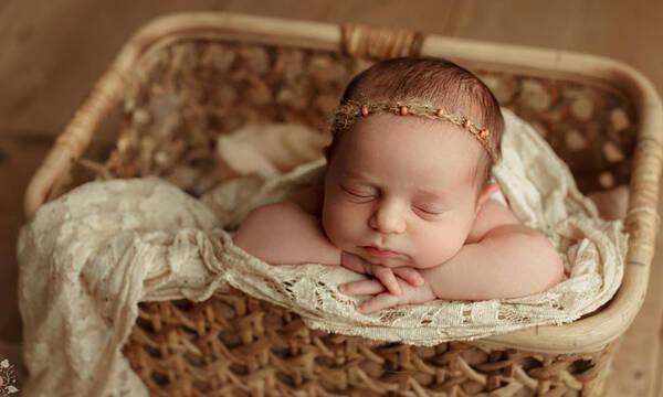 Νεογέννητα φωτογραφίζονται μέσα σε καλάθι – Μοναδικές φωτογραφίες