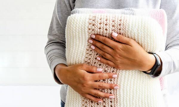 Tips για μαμάδες: Πρακτικές ιδέες για να αποθηκεύσετε τις κουβέρτες σας