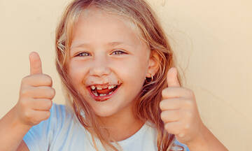 Καλοκαιρινό σνακ για παιδιά με γιαούρτι και σοκολάτα (vid)