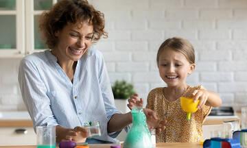 Πέντε πειράματα που μπορείτε να κάνετε με τα παιδιά στο σπίτι