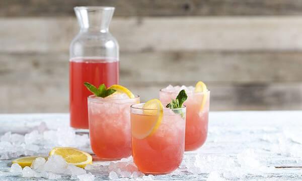 Σπιτική ροζ λεμονάδα - Η συνταγή για να τη φτιάξετε