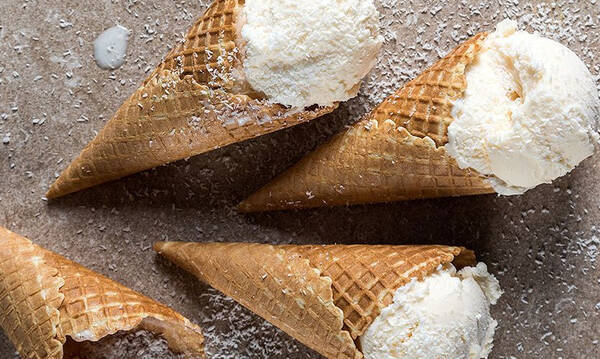 Σπιτικό παγωτό καρύδα από τον Άκη Πετρετζίκη