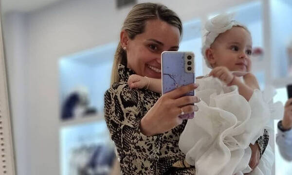 Βασιλική Μιλλούση: Η selfie με την κόρη της Σοφία στο παιδικό δωμάτιο