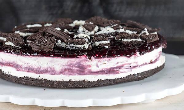 Cheesecake με γεμιστά μπισκότα από τον Άκη Πετρετζίκη