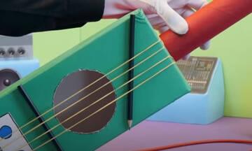 Κατασκευές για παιδιά: Φτιάξτε μία αυτοσχέδια κιθάρα με κουτί παπουτσιών