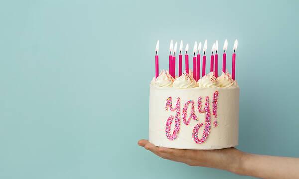 Hacks Γενεθλίων: Διακοσμήστε τις τούρτες σας με πολύχρωμη τρούφα