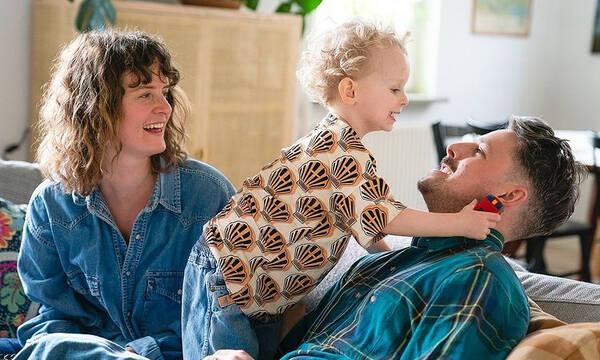 Γονείς από κάθε γωνιά του πλανήτη φωτογραφίζονται με τα παιδιά τους (pics)
