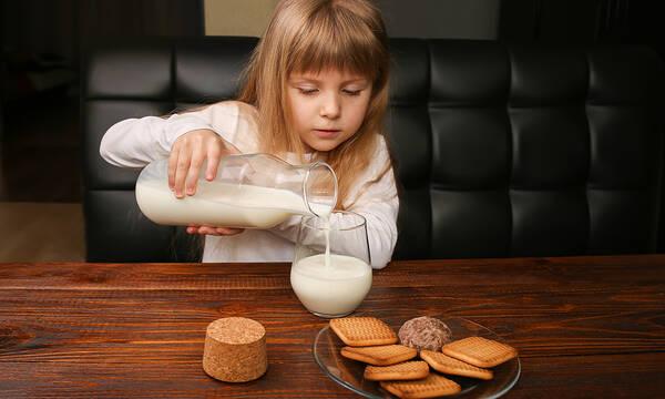Παγκόσμια Ημέρα Γάλακτος: Μέχρι ποια ηλικία πρέπει να πίνουν γάλα τα παιδιά;