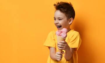 Λαχταριστό και υγιεινό παγωτό φράουλας με γάλα καρύδας