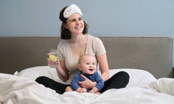 Νερό με λεμόνι: Ποια τα οφέλη για τις θηλάζουσες μητέρες;