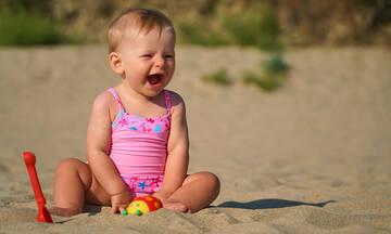 5+1 tips για να προστατεύσετε το μωρό από τη ζέστη