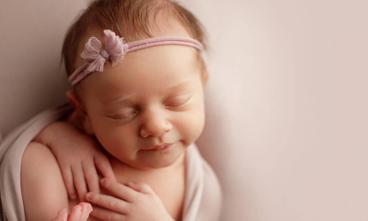 Οι φωτογραφίες αυτής της νεογέννητης μπέμπας είναι απολαυστικές (pics)
