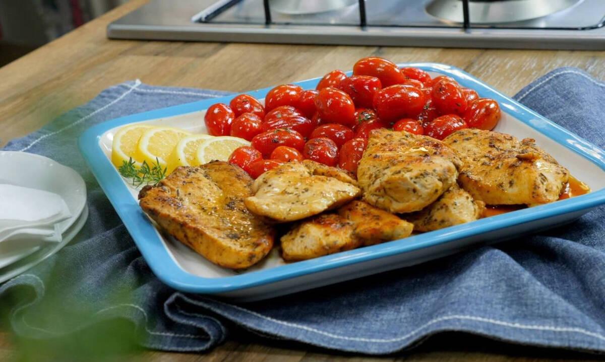 Ψητά φιλέτα στήθος κοτόπουλου με ντοματίνια - Ζουμερά και πεντανόστιμα
