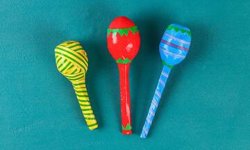 Χειροτεχνίες για παιδιά: Φτιάξτε μαράκες με υλικά που έχετε στο σπίτι