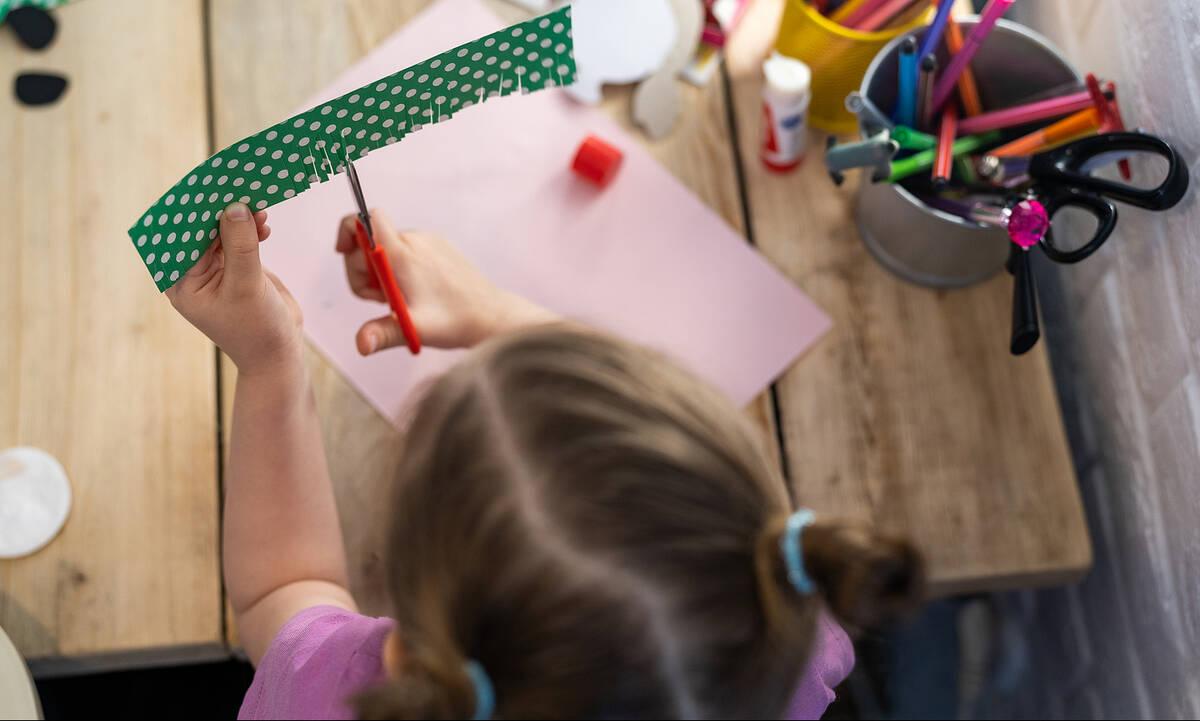 Χειροτεχνίες για παιδιά: Φτιάξτε καρπουζάκια με χρωματιστά χαρτιά