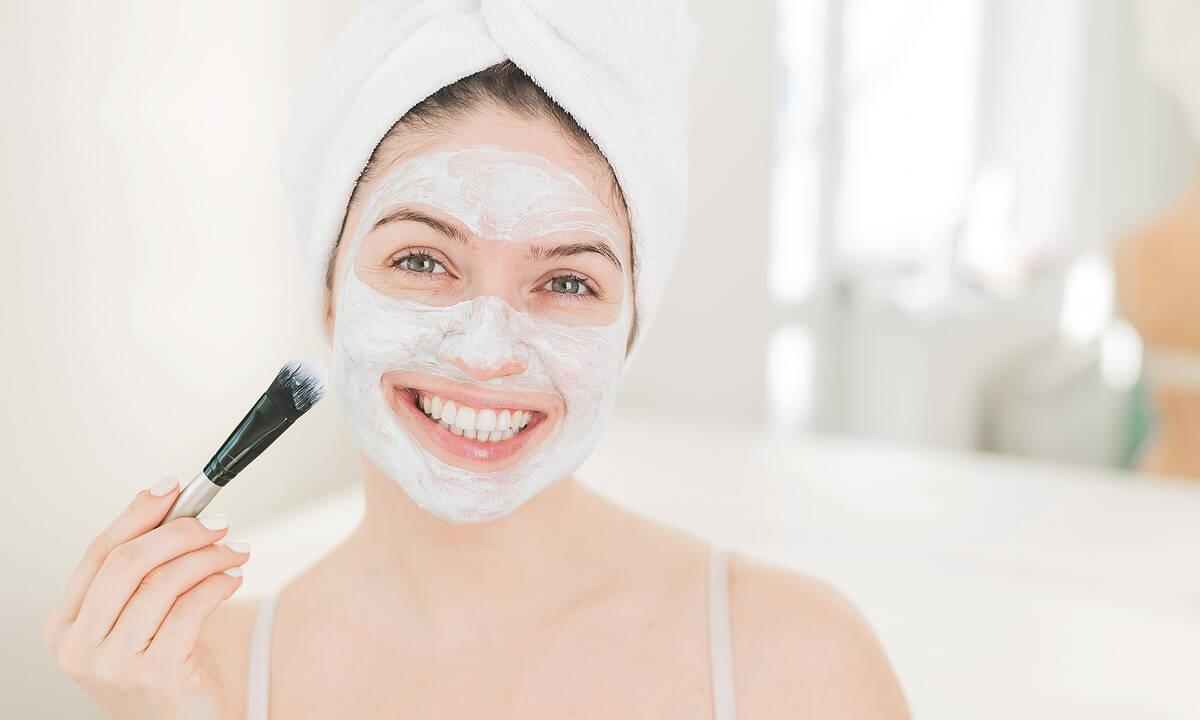 Tips για μαμάδες: Τρεις σπιτικές μάσκες προσώπου με γιαούρτι