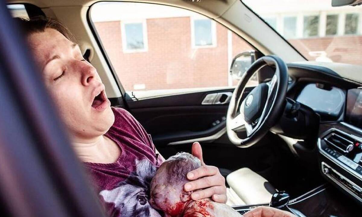 Γέννησε στο αυτοκίνητο και οι φωτογραφίες είναι καθηλωτικές