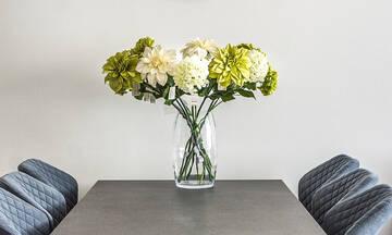 Tips για μαμάδες: Έτσι θα διατηρήσετε φρέσκα τα λουλούδια στο βάζο