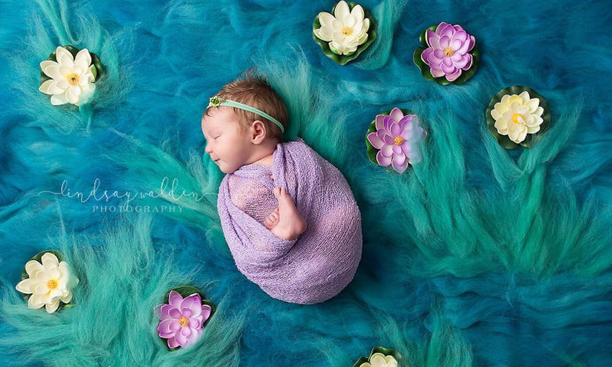 Φωτογράφος αναπαριστά γνωστούς πίνακες ζωγραφικής με νεογέννητα μωρά