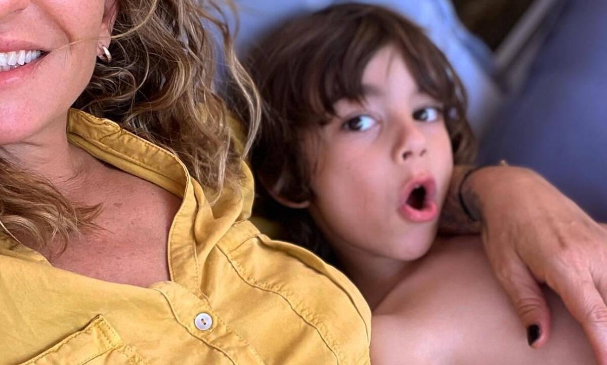 Λιώνει για τον γιο της η Ρούλα Ρέβη και αυτή η φώτο το αποδεικνύει