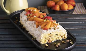 Ρολό μαρέγκας με φρούτα - Ένα απίθανο καλοκαιρινό γλυκό για μικρούς και μεγάλους