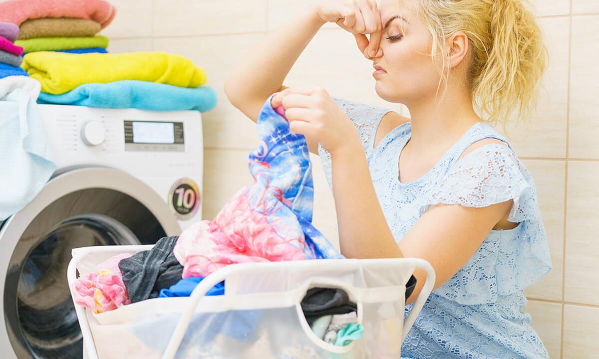 Tips για μαμάδες: Τι να κάνετε για να μη μυρίζει το καλάθι με τα άπλυτα