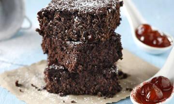 Πεντανόστιμα brownies με σοκολάτα και κεράσι
