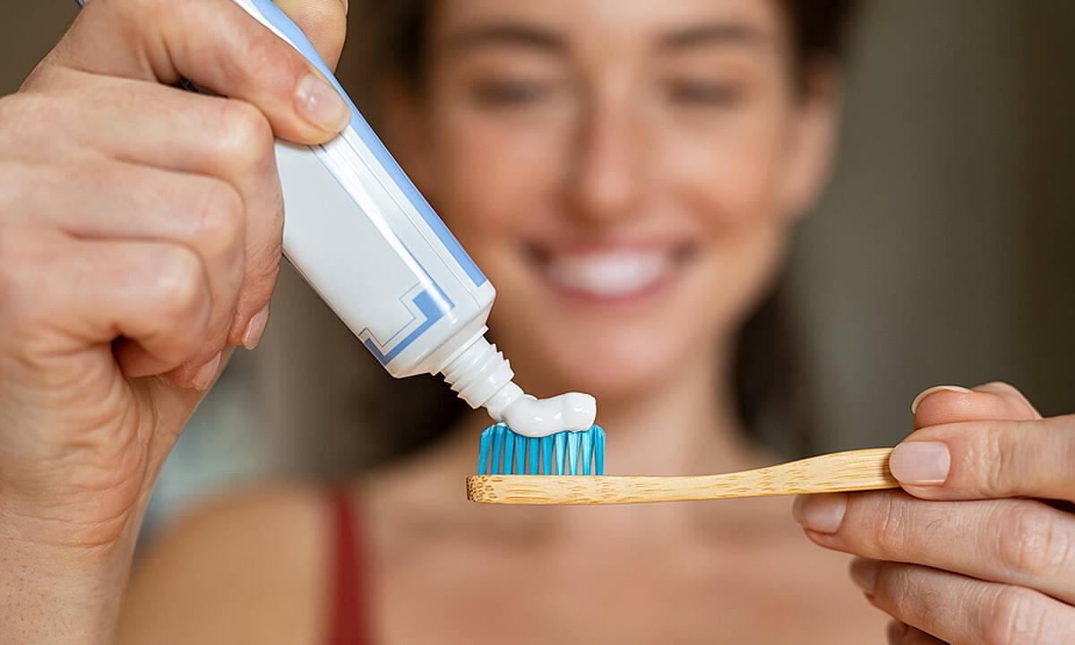 Tips για μαμάδες: Οκτώ απίθανες χρήσεις της οδοντόκρεμας που δε γνωρίζατε