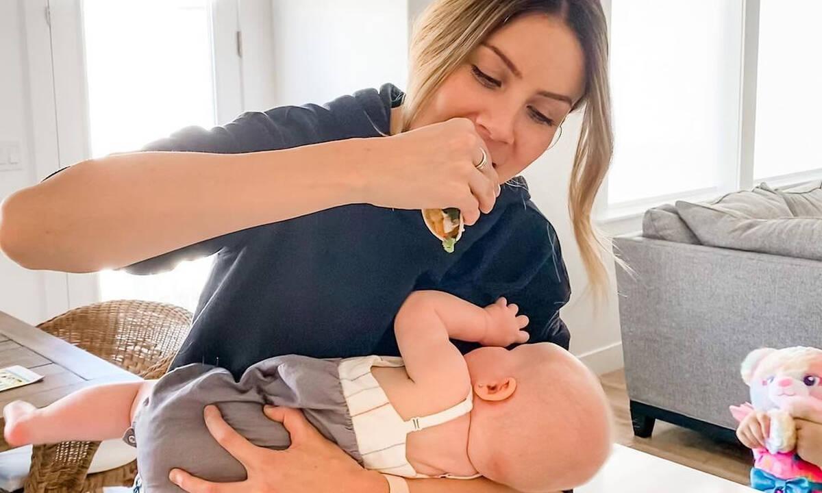 Αυτή η φωτογραφία περιγράφει τέλεια τη μητρότητα