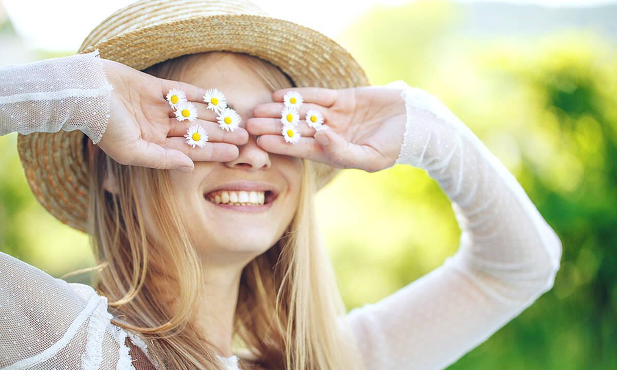 Tips για μαμάδες: Έτσι θα ανοίξετε φυσικά το χρώμα των μαλλιών σας