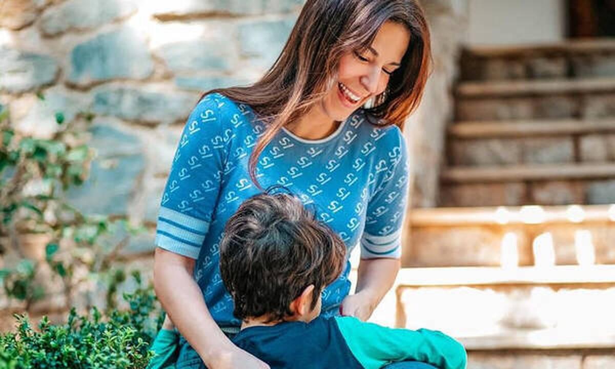 Κατερίνα Παπουτσάκη: Περήφανη για τον γιο της - Πήρε έπαινο στο πιάνο