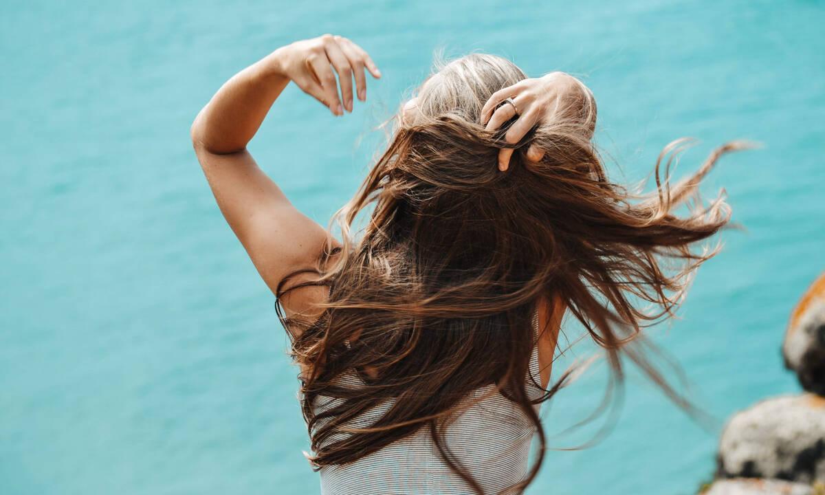 Κάνεις δίαιτα; Δες πόσο μπορεί να επηρεάσει τα μαλλιά σου