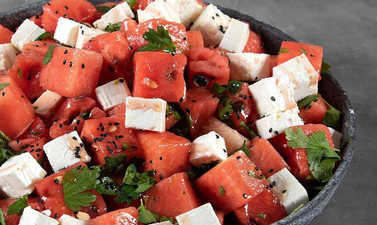 Σαλάτα με καρπούζι και φέτα - Φτιάξτε την όπως ο Άκης