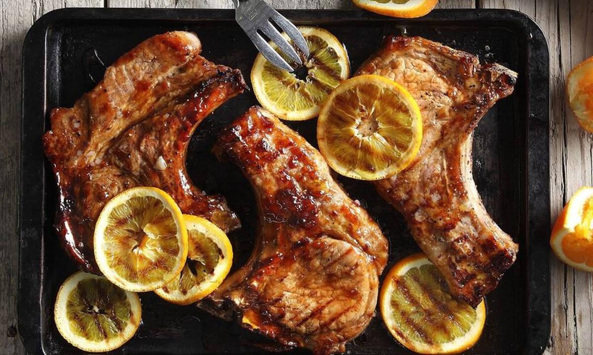 Η τέλεια συνταγή για ζουμερές χοιρινές μπριζόλες με πορτοκάλι