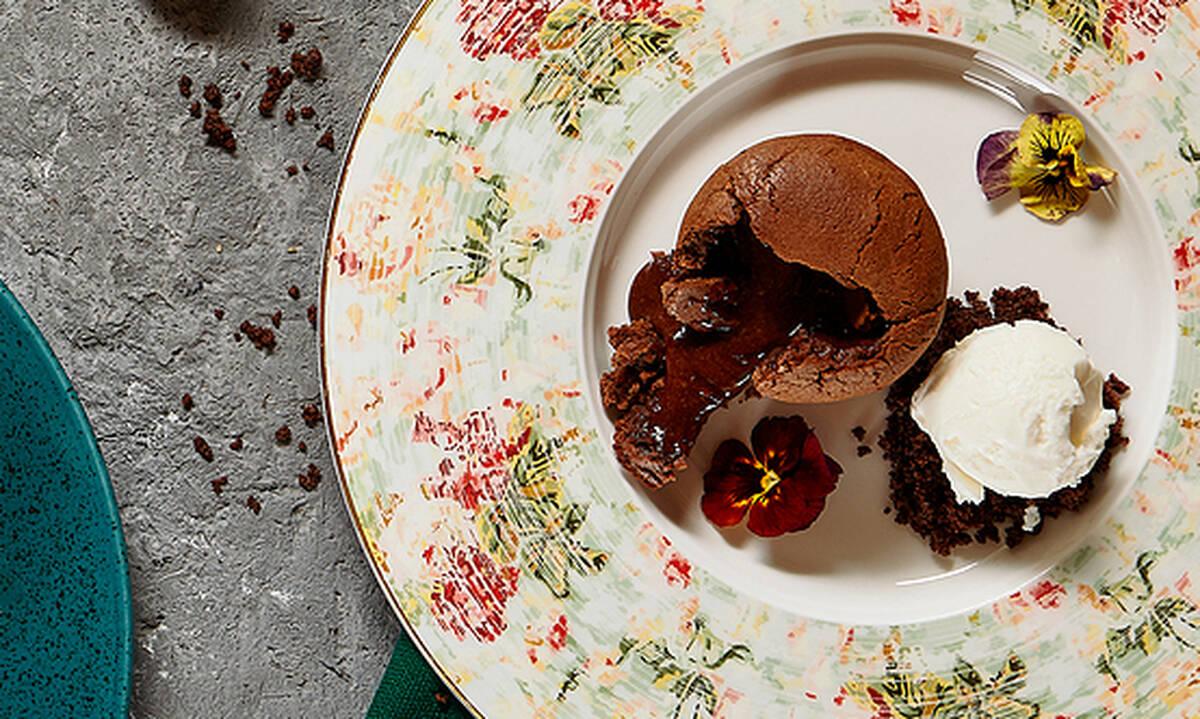 Μαμά τι γλυκό θα φτιάξεις σήμερα; Σοκολατένιο κέικ με παγωτό παιδί μου