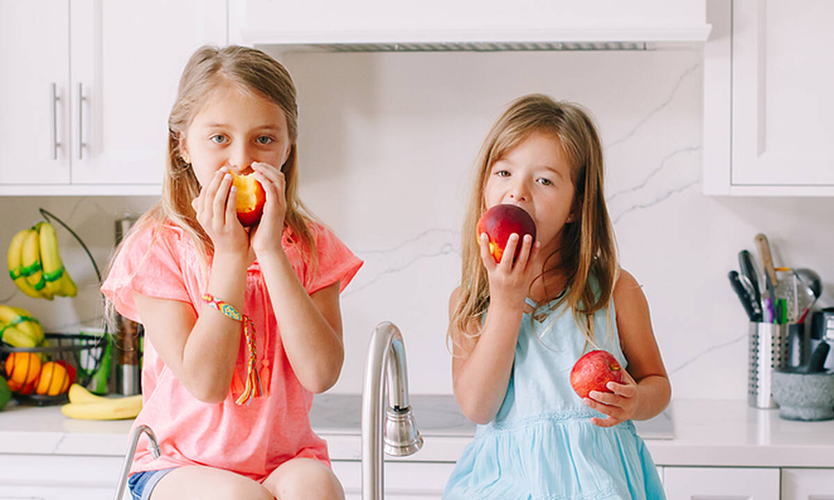 Tips για μαμάδες: Ποια καλοκαιρινά φρούτα δεν χρειάζονται ψυγείο;